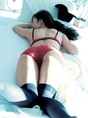 Neo Asian babe has one of her best photo sessions out of house