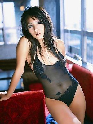 Beautiful long haired gravure idol is exquisite in her bikini